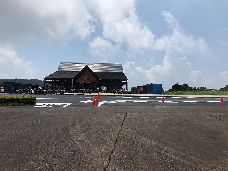 バイカーズパラダイス駐輪場