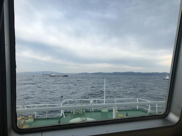 船内から見た海