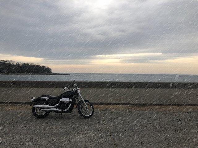梅雨のバイク